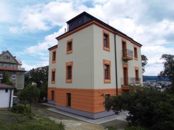pohled na dům - Pronájem bytu 4+1 v osobním vlastnictví 125 m², Liberec