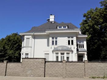 foto 2 - pohled na dům - Prodej domu v osobním vlastnictví 900 m², Jablonec nad Nisou