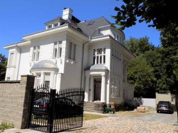 foto 1 - pohled na dům - Prodej domu v osobním vlastnictví 900 m², Jablonec nad Nisou