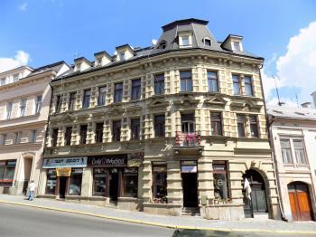 foto 2 - pohled na dům - Pronájem obchodních prostor 40 m², Jablonec nad Nisou