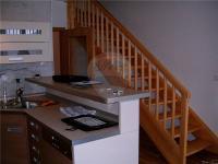 schodiště do horního patra (Prodej bytu Atypický v osobním vlastnictví 100 m², Špindlerův Mlýn)