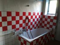 koupelna v 1.NP (Prodej domu v osobním vlastnictví 80 m², Vrchlabí)
