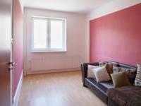 Pokoj 1.NP - Prodej domu v osobním vlastnictví 205 m², Blučina