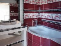 Koupelna (Prodej domu v osobním vlastnictví 205 m², Blučina)