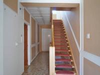 Chodba, schodiště do 2.NP (Prodej domu v osobním vlastnictví 205 m², Blučina)