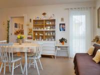 Jídelna, vstup na balkon (Prodej bytu 3+kk v osobním vlastnictví 90 m², Mikulov)
