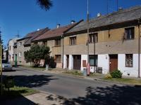 Čelní pohled na dům (Prodej bytu 2+1 v osobním vlastnictví 87 m², Přerov)