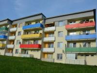 Pohled na dům ze zadní části  (Prodej bytu 2+kk v osobním vlastnictví 42 m², Rousínov)