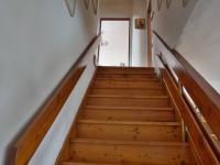 Schodiště do 2.NP (Prodej domu v osobním vlastnictví 210 m², Mikulov)