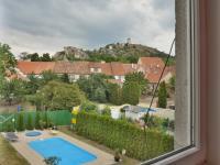 Výhled z dětského pokoje 1 na Svatý Kopeček (Prodej domu v osobním vlastnictví 210 m², Mikulov)