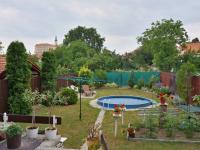 Pohled z terasy na zahradu (Prodej domu v osobním vlastnictví 210 m², Mikulov)