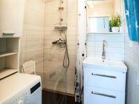 Koupelna (Prodej bytu 2+1 v osobním vlastnictví 56 m², Kroměříž)