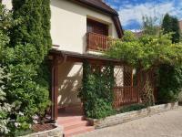 Boční pohled (Prodej domu v osobním vlastnictví 245 m², Brno)