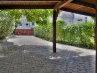 Parkovací stání vedle domu (Prodej domu v osobním vlastnictví 245 m², Brno)
