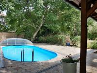 Terasa s bazénem 3,5 x 7 m (Prodej domu v osobním vlastnictví 245 m², Brno)