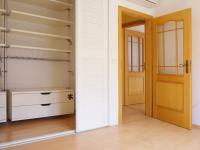 Pokoj 2.NP s balkonem a šatnou (Prodej domu v osobním vlastnictví 245 m², Brno)