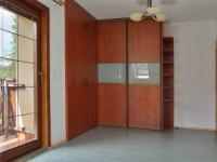 Pokoj 2.NP s balkonem (Prodej domu v osobním vlastnictví 245 m², Brno)