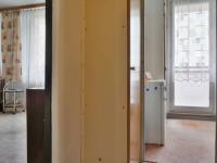 Pohled ze vstupní chodby do pokoje a kuchyně (Prodej bytu 1+1 v osobním vlastnictví 34 m², Olomouc)