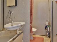 Koupelna s vanou, WC (Prodej bytu 1+1 v osobním vlastnictví 34 m², Olomouc)