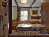 Průhled do pokoje 2 z kuchyňky (Prodej chaty / chalupy 48 m², Hradčany)