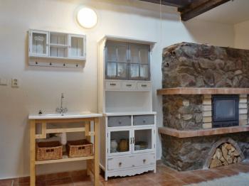 Obývací pokoj 1 s kuchyňským koutem - Prodej chaty / chalupy 170 m², Dětkovice