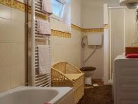 Koupelna s vanou, sprch.koutem a WC - Prodej domu v osobním vlastnictví 170 m², Dětkovice