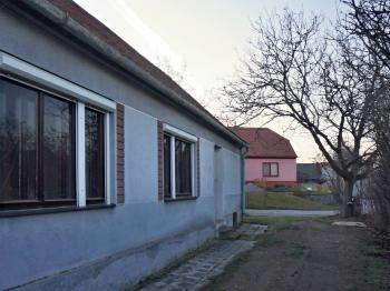 Pohled na dům - Prodej domu v osobním vlastnictví 69 m², Vémyslice