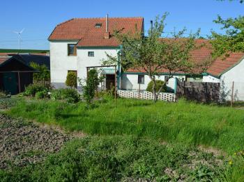 Pohled na dům ze zahrady - Prodej domu v osobním vlastnictví 187 m², Kulířov