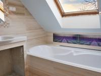 Koupelna s vanou 1. patro - Prodej domu v osobním vlastnictví 215 m², Bučina