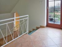 Schodiště 1. patro, vstup na balkon - Prodej domu v osobním vlastnictví 215 m², Bučina
