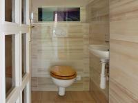 WC 1. patro - Prodej domu v osobním vlastnictví 215 m², Bučina