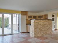 Klubovna s kuchyňským koutem - Prodej domu v osobním vlastnictví 215 m², Bučina