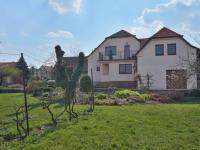 Boční pohled na dům - Prodej domu v osobním vlastnictví 215 m², Bučina
