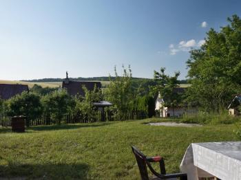 Výhled ze zahrady do okolí - Prodej chaty / chalupy 36 m², Bohdalice-Pavlovice