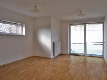 Obývací pokoj s balkonem 11 m2 - Prodej bytu 4+kk v osobním vlastnictví 116 m², Brno