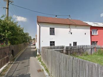 Pohled z ulice - Prodej domu v osobním vlastnictví 100 m², Studnice
