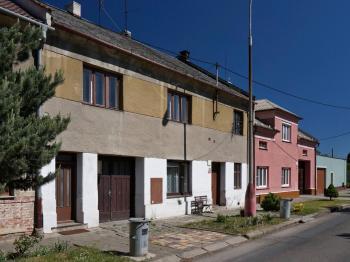 Čelní pohled na dům - Prodej domu v osobním vlastnictví 87 m², Přerov
