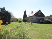 Chata naproti pozemku (Prodej pozemku 3526 m², Semtěš)