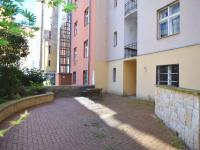 vnitroblok (Prodej bytu 1+1 v osobním vlastnictví 56 m², Praha 3 - Žižkov)