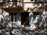 hlavní vchod do domu (Prodej bytu 1+1 v osobním vlastnictví 56 m², Praha 3 - Žižkov)