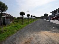 Pohled do ulice (Prodej pozemku 1410 m², Jirny)