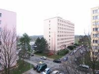 pohled ze společné chodby (Prodej bytu 2+kk v osobním vlastnictví 40 m², Kolín)