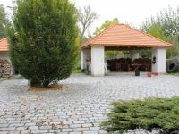Venkovní posezení (Prodej penzionu 700 m², Žabonosy)