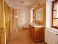 Hlavní budova - koupelna u tělocvičny (Prodej penzionu 700 m², Žabonosy)