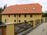 Pohled na hlavní budovu ze dvora (Prodej penzionu 700 m², Žabonosy)