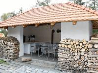 Venkovní kuchyně (Prodej penzionu 700 m², Žabonosy)