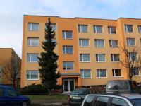 Vstup do domu (Prodej bytu 4+1 v osobním vlastnictví 94 m², Praha 9 - Kyje)