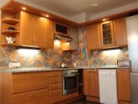 Plně vybavená kuchyň (Pronájem bytu 3+1 v osobním vlastnictví 75 m², Praha 9 - Střížkov)