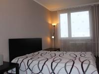Ložnice 12,3 m2 (Pronájem bytu 3+1 v osobním vlastnictví 75 m², Praha 9 - Střížkov)