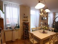 vstup na zahradu přímo z kuchyně a obývacího pokoje (Prodej bytu 3+kk v osobním vlastnictví 74 m², Polepy)